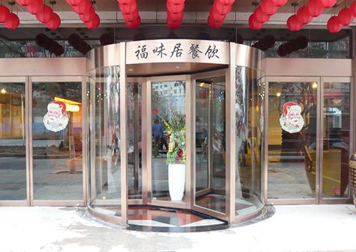 05-酒店三翼带展台旋转门