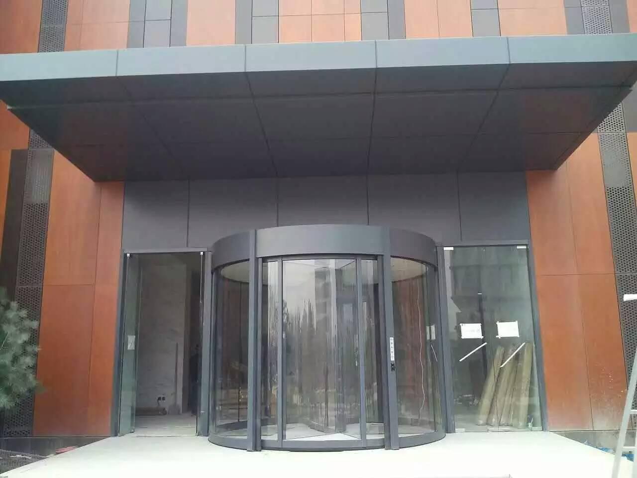 04-办公楼两翼旋转门