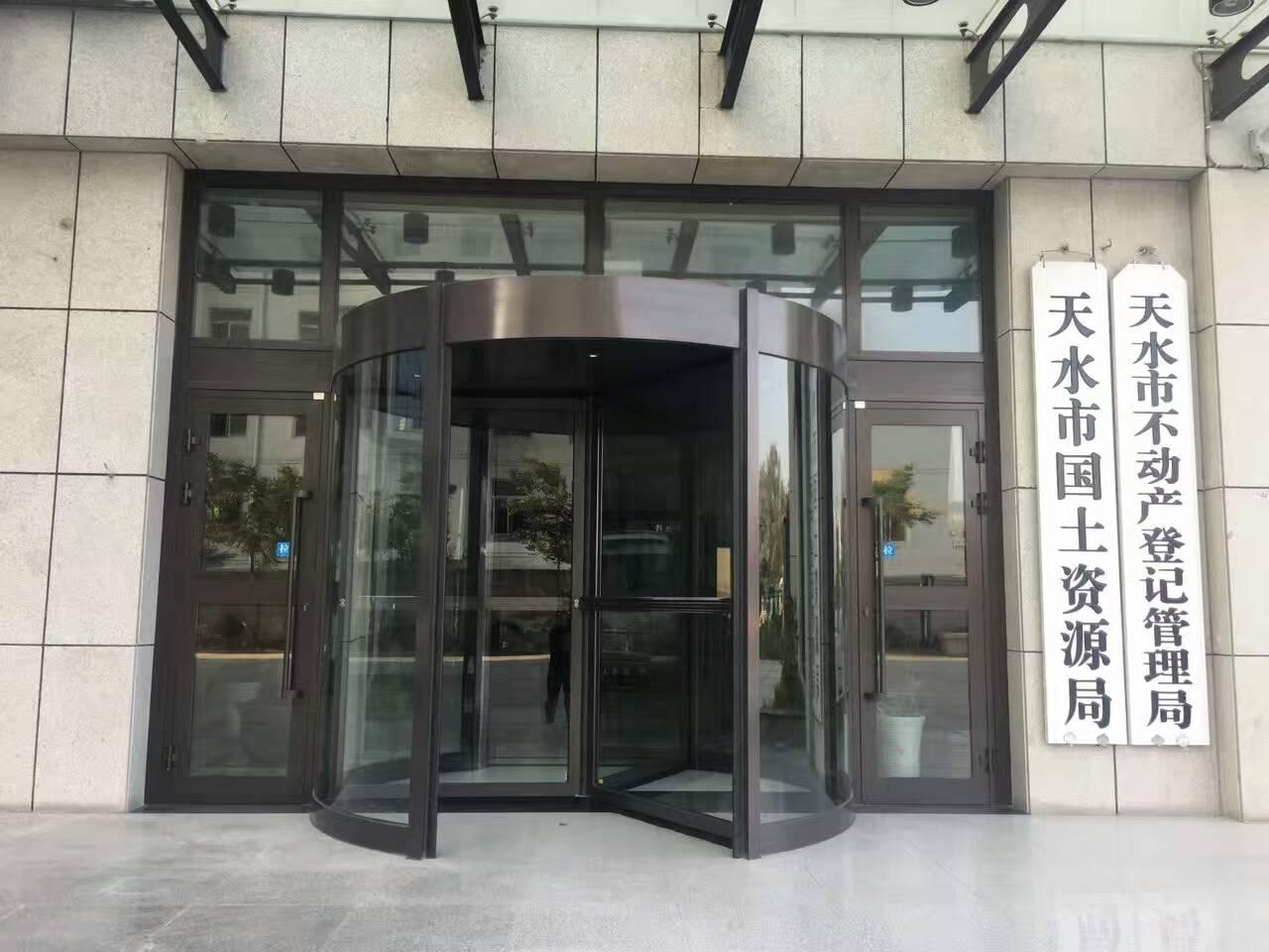 03-办公楼三翼旋转门