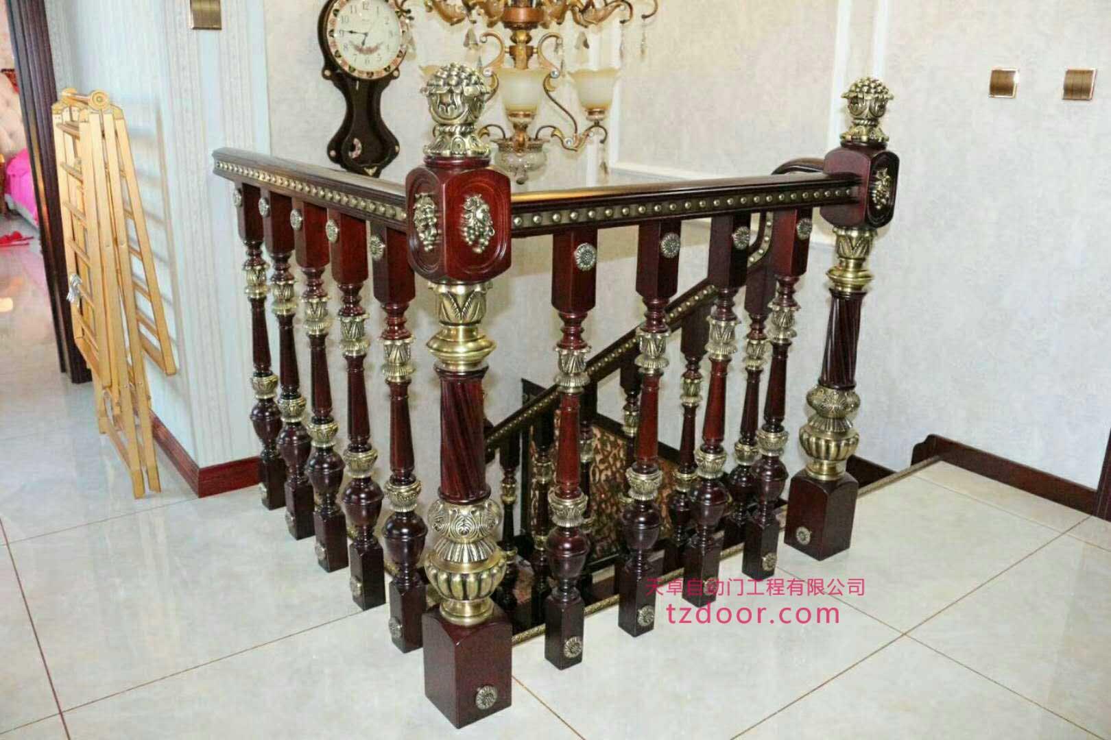 铜木结构楼梯