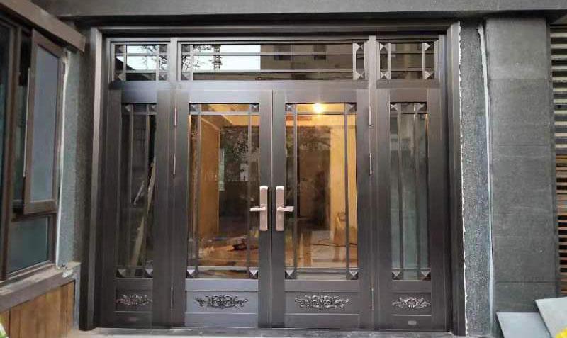西安保利心语花园入户玻璃对开铜门