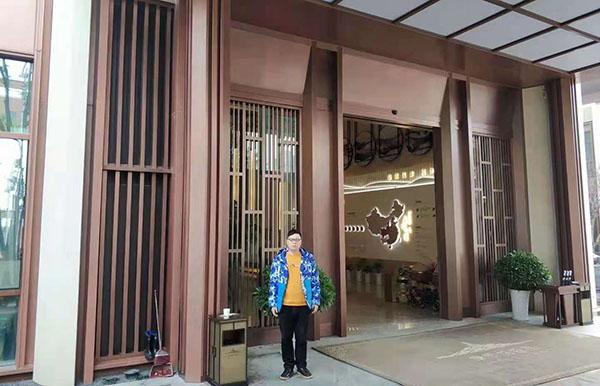 售楼部入口铜门,房地产高档装修