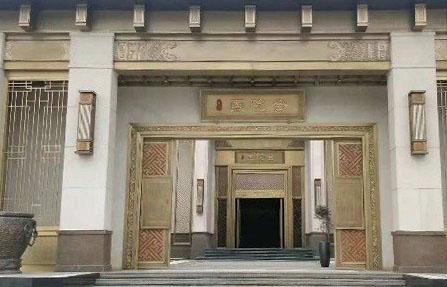 售楼处铜门,展示的是房地产开发商的形象